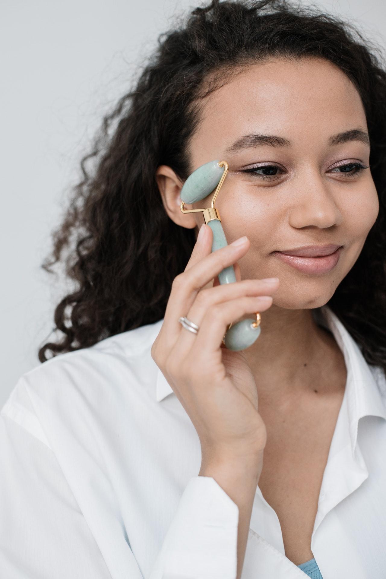 ¿Cómo hacer doble limpieza facial?
