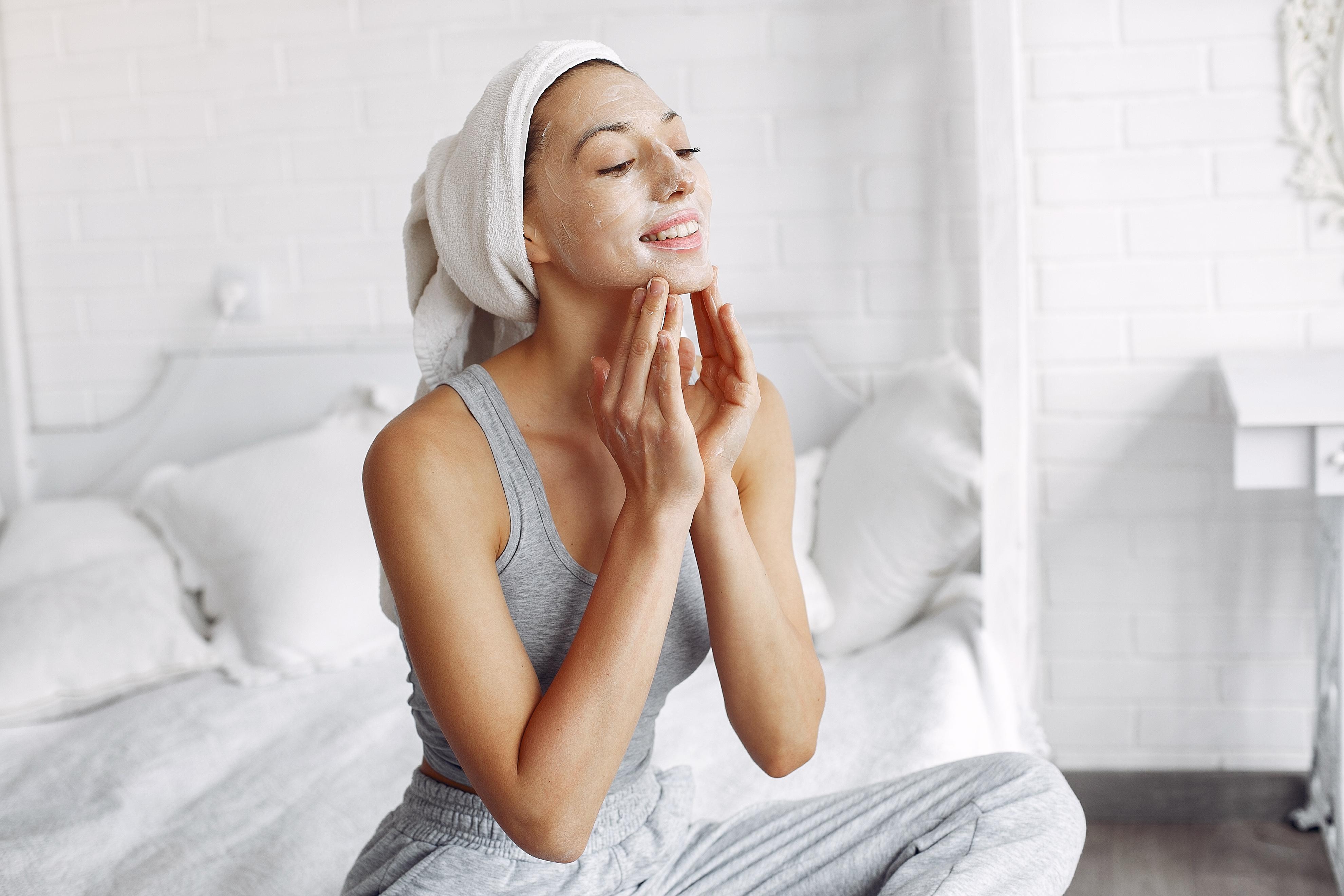 Cómo aplicar el sérum en tu rostro paso a paso