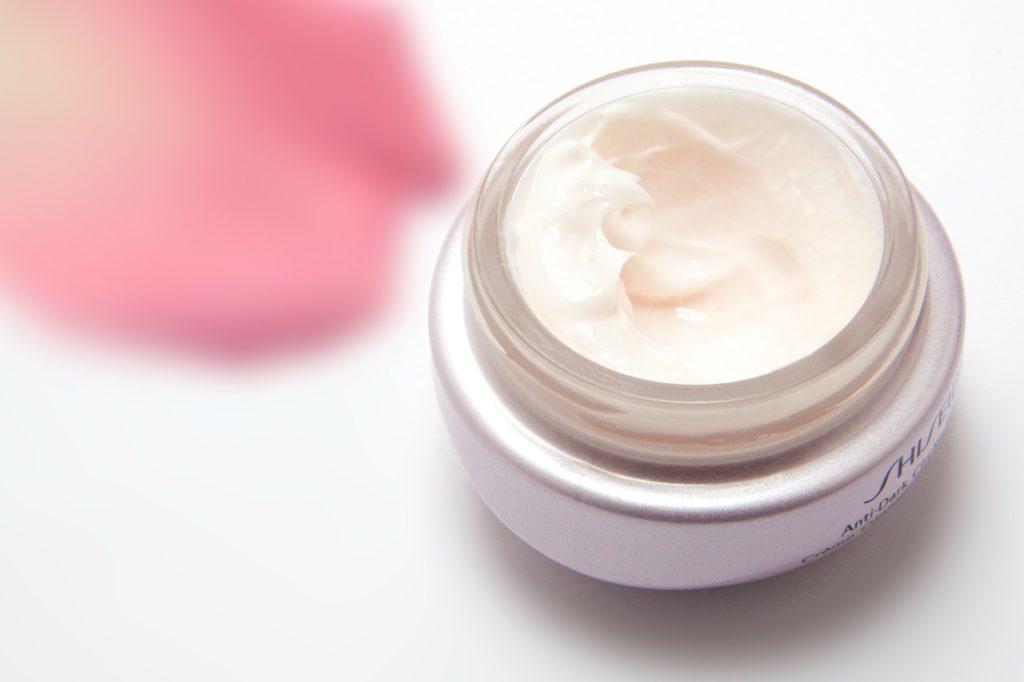 Cómo hacer una crema hidratante casera para la cara