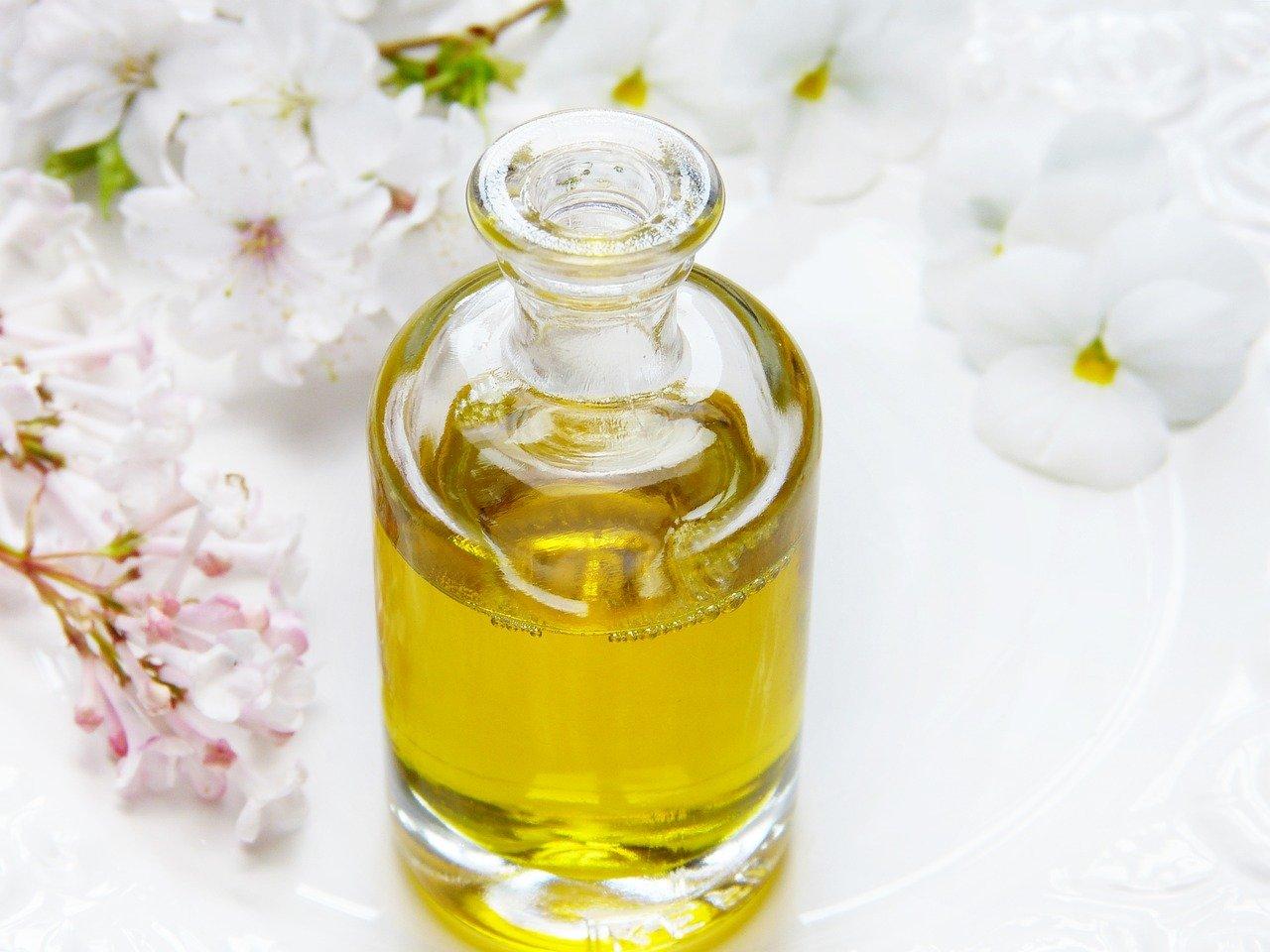 Cómo utilizar los aceites naturales para las arrugas Aceite Base + Aceite esencial