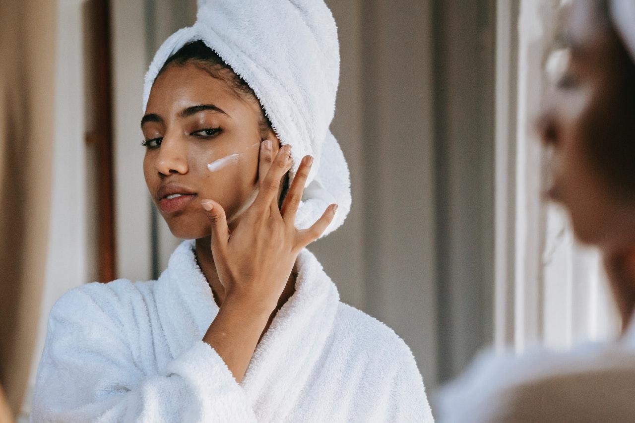 Como aplicar cremas anti arrugas