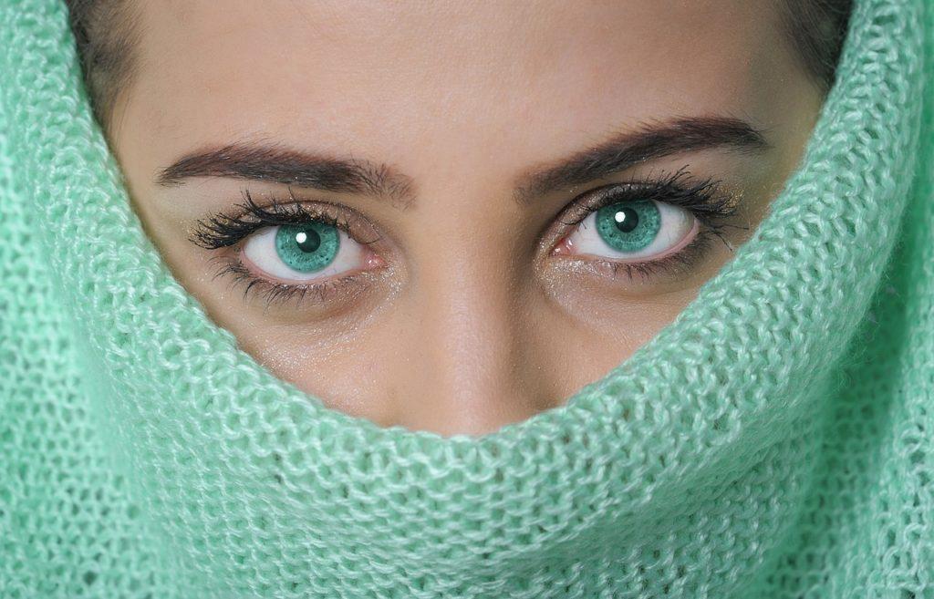 Cómo desmaquillar los ojos sensibles